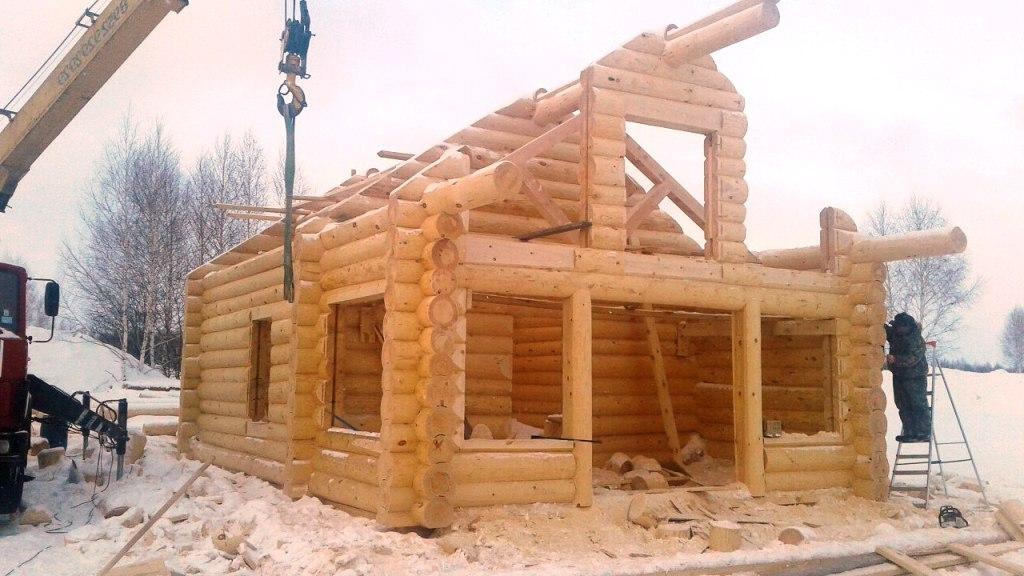 Сруб загородного домика для туристической базы. Размер сруба 5х5, жилой чердак, рубка в чашу