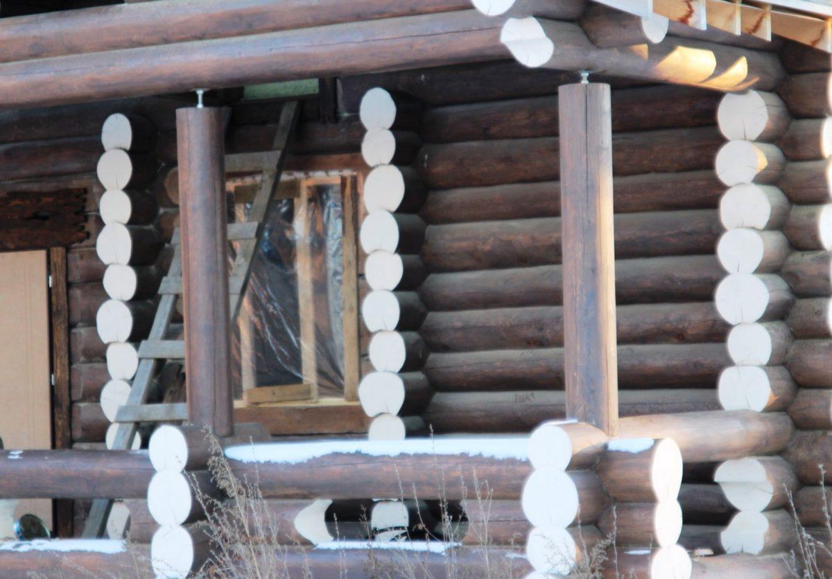 Сруб бани 9,8х10,9 из рубленого бревна диаметром 28 см