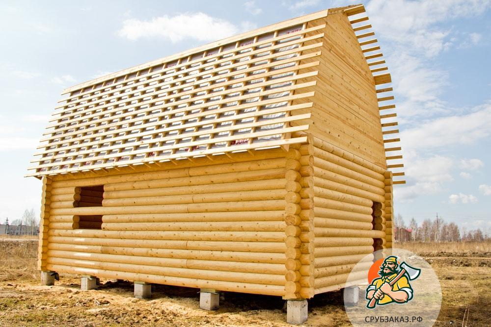Сруб дома 8х6 с мансардной крышей на столбчатом фундаменте, рубка в чашу