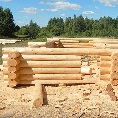 Отборное бревно зимней рубки диаметром от 24 см (ель, сосна)